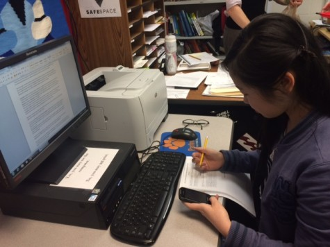 Junior Lillian Wang struggles with multitasking at school.