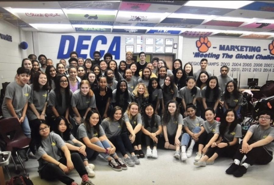 DECA members from the 2019-2020 school year meet for their annual group photo. Photo Courtesy of Parkview DECA's Instagram.